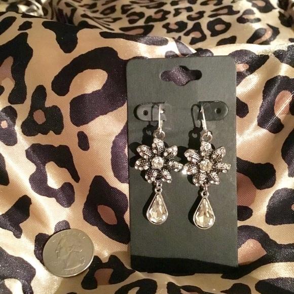 vu Jewelry - Gem Bloomed Earrings
